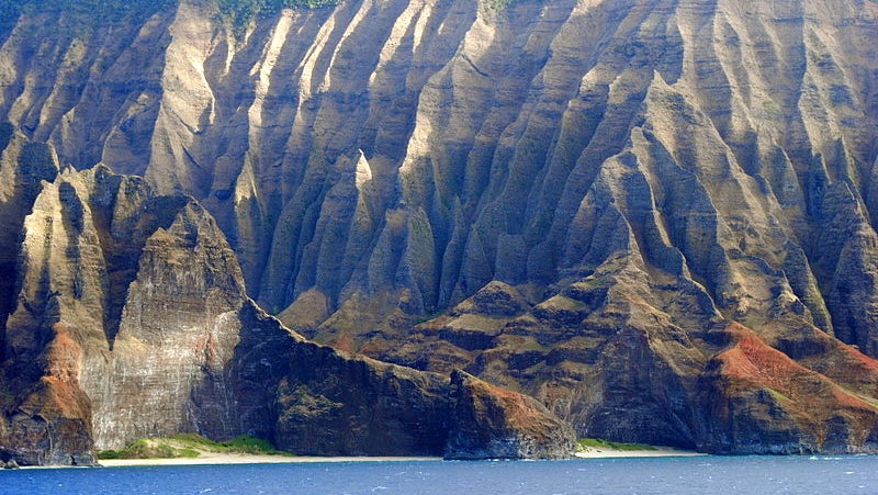 800px Napali Coast From Pride Of America2 1